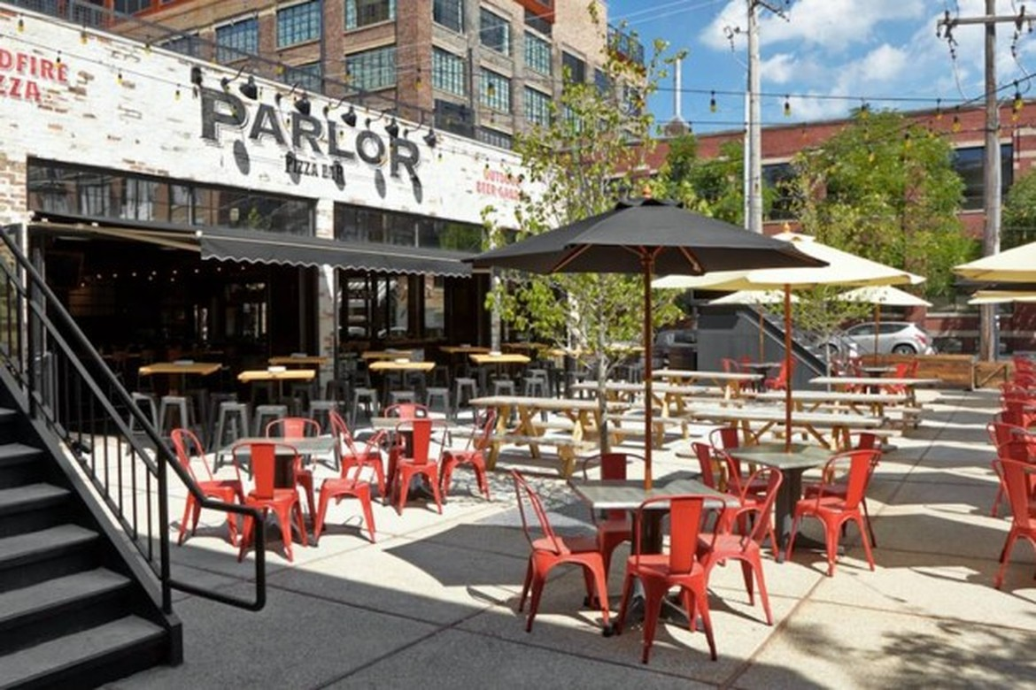 25 great places to eat outside in chicago right now for Parlor steak and fish