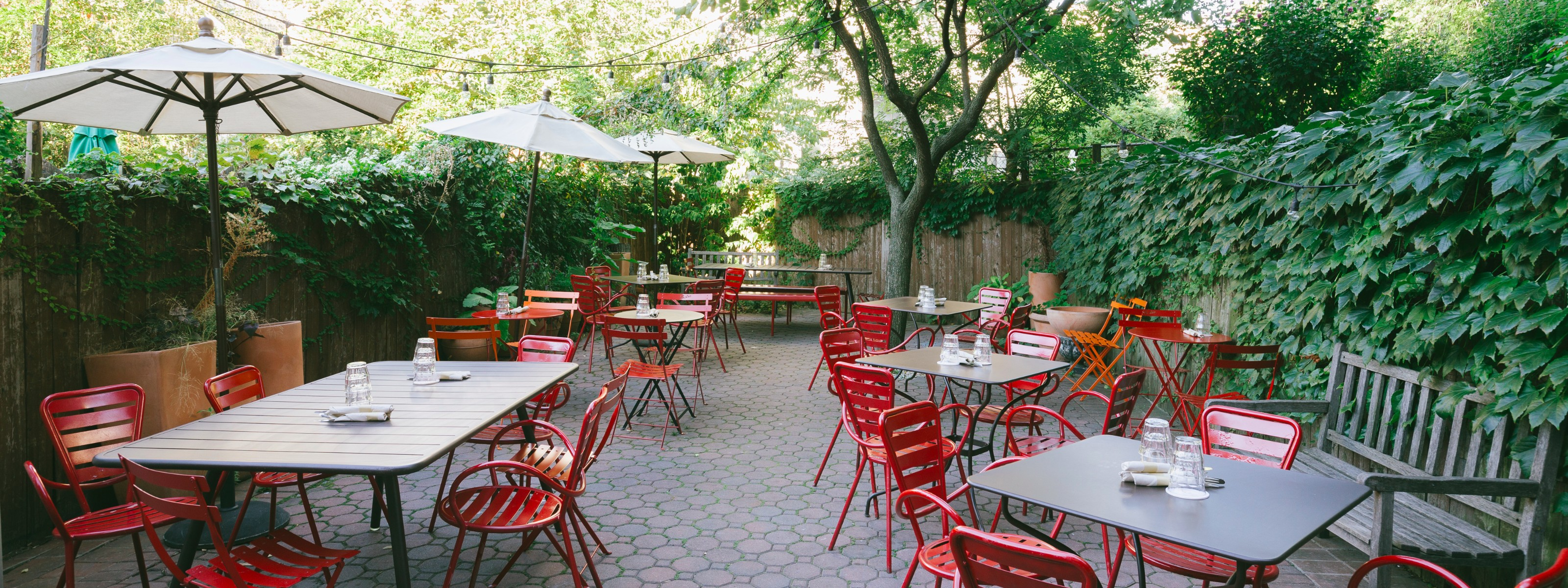 25 Great Places To Eat Outside Right Now