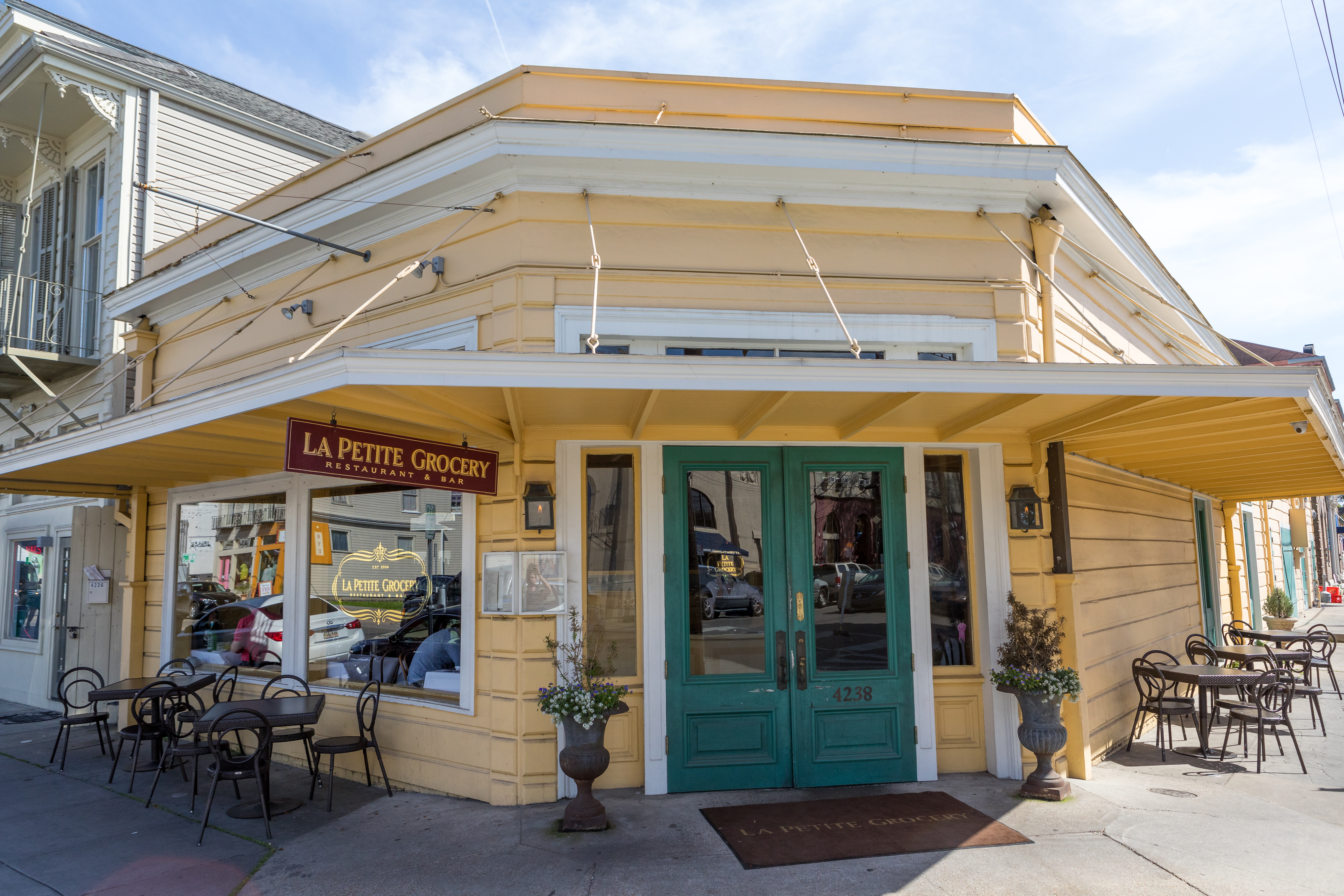 The Best Classic Bars And Restaurants In New Orleans New