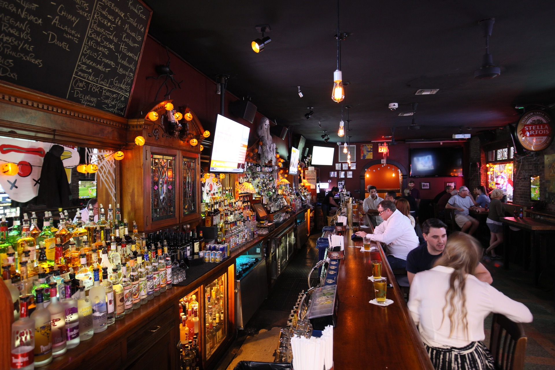 The Best Places To Watch Sports In NYC - New York - The Infatuation f72c0e801ab7a