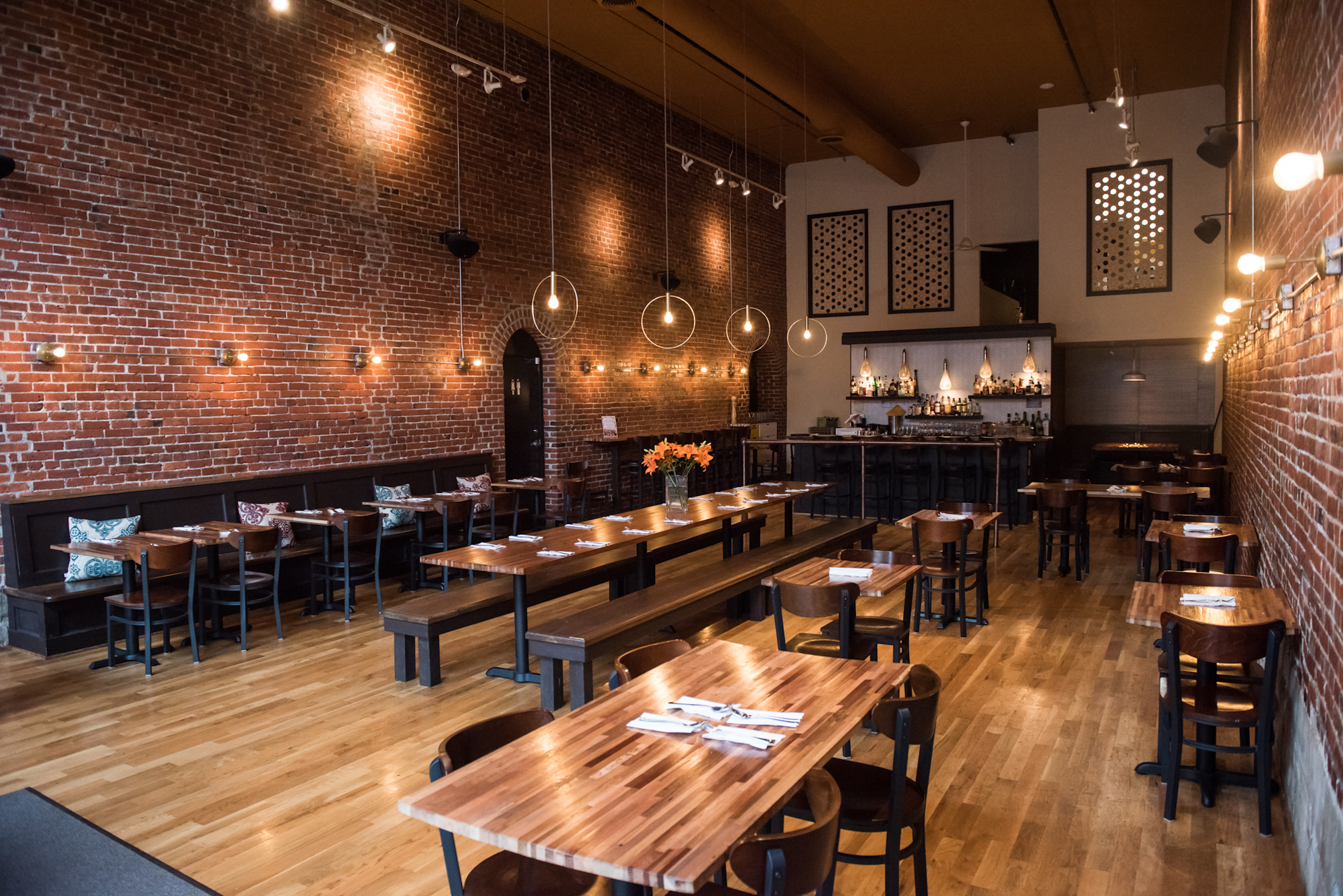 Restaurants That Are Extremely Close To Light Rail Stops For