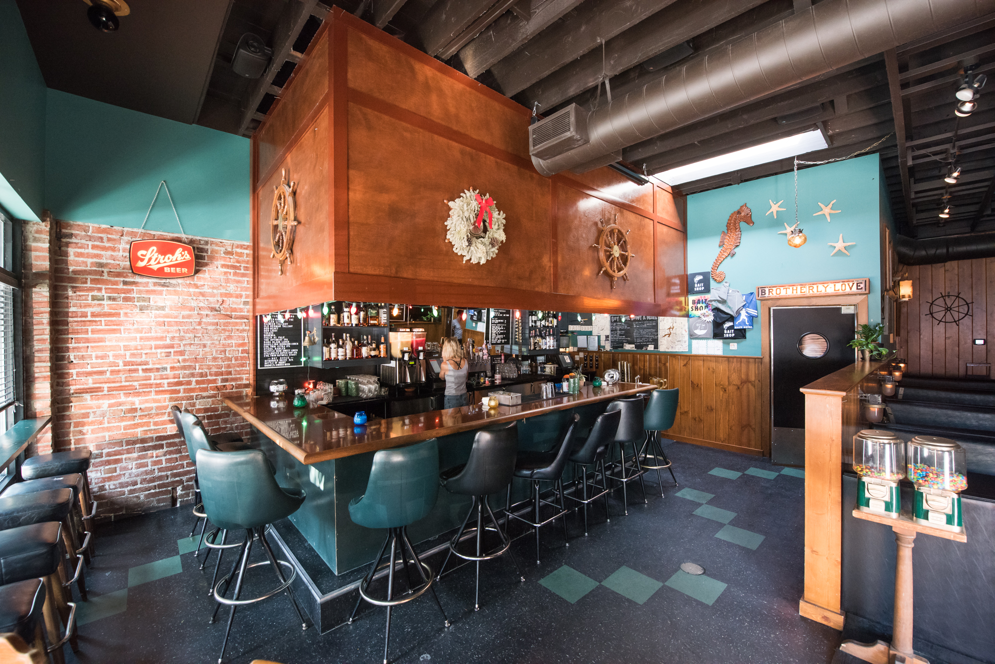 best bars to go to alone in seattle