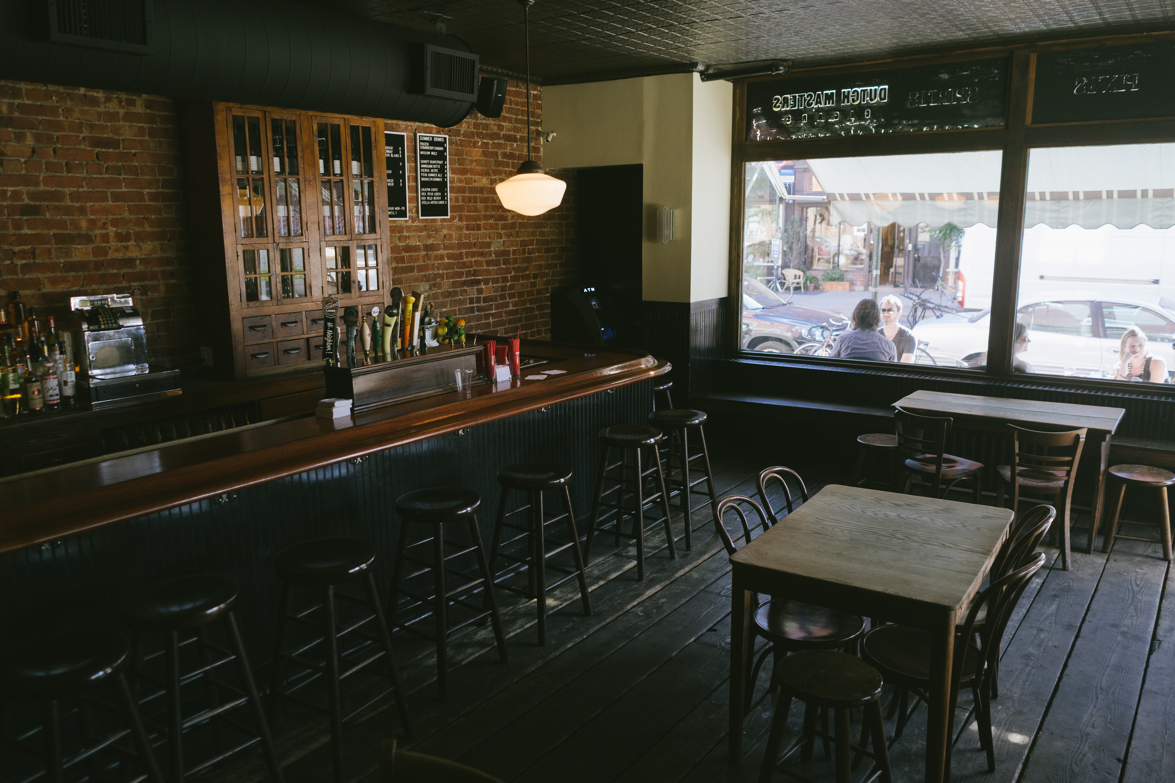 The Best Bars In Greenpoint Greenpoint New York The