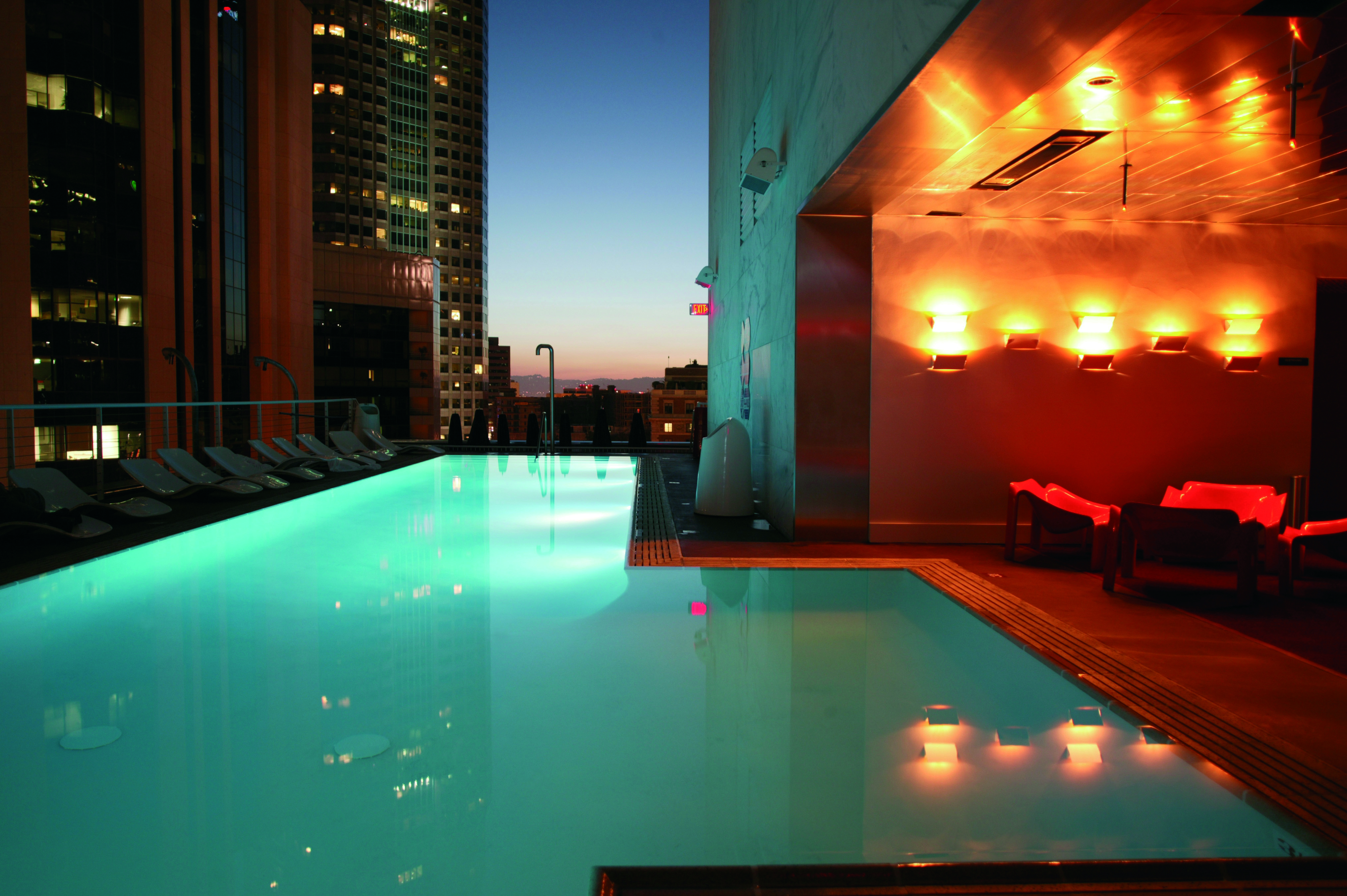 The Least Awful Rooftop Bars In La Los Angeles The Infatuation